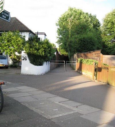 Entrance to alley way in Cole Park Road for quicker route from Twickenham railway station to Moor Mead Road